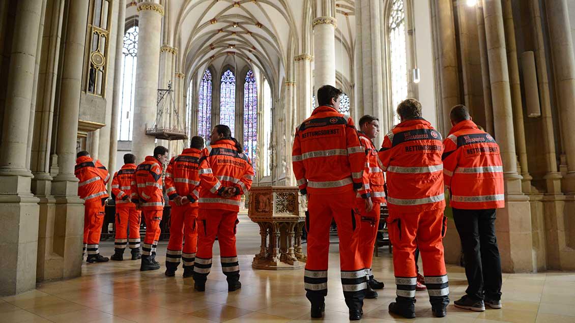 Auch viele Einsatzkräfte vom Amoktag nahmen am Gottesdienst teil.   Foto: Michael Bönte