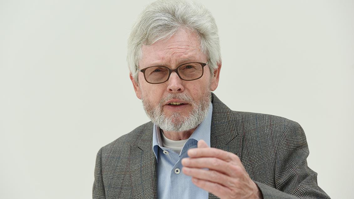 Portätbild von Michael Bertrams, dem ehemaligen Präsidenten des Verfassungsgerichtshofs NRW