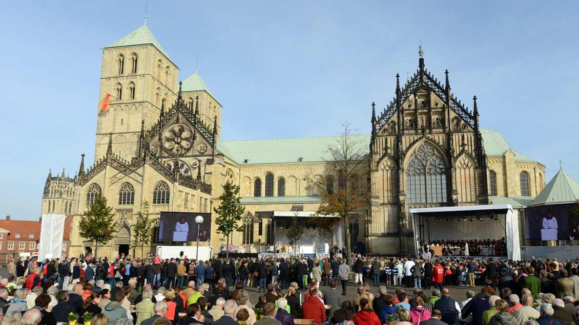 Gottesdienst vor dem Dom in Münster