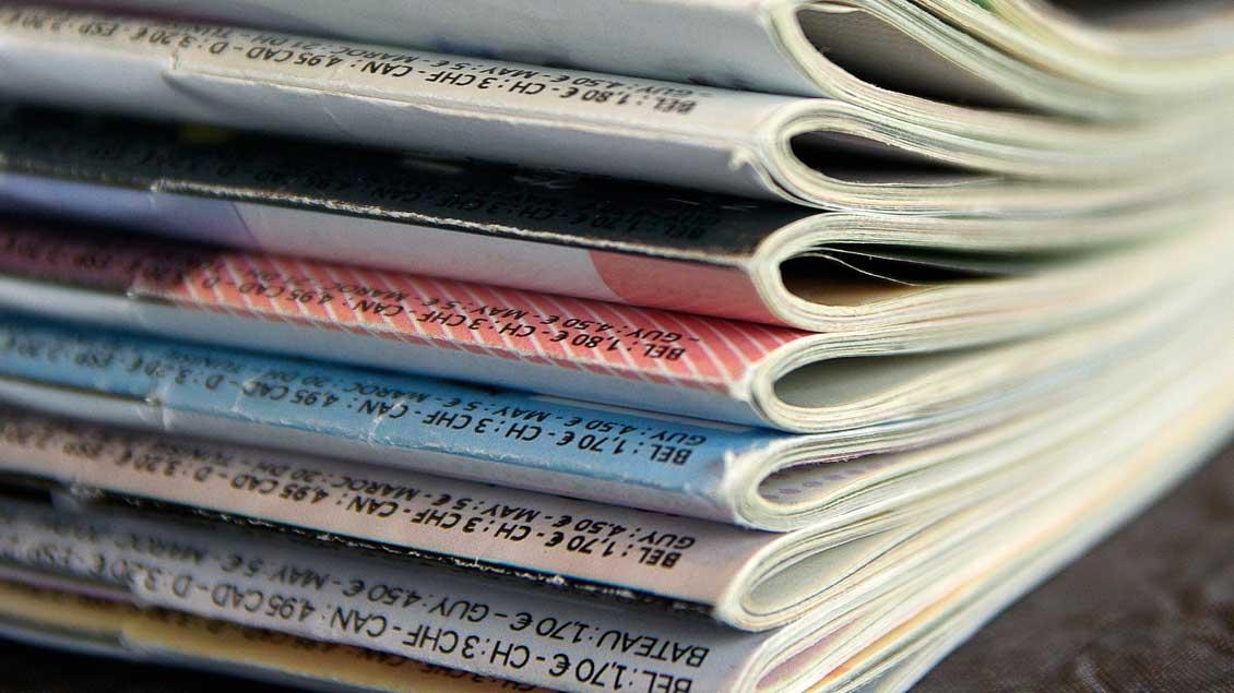 Ein Stapel Zeitschriften