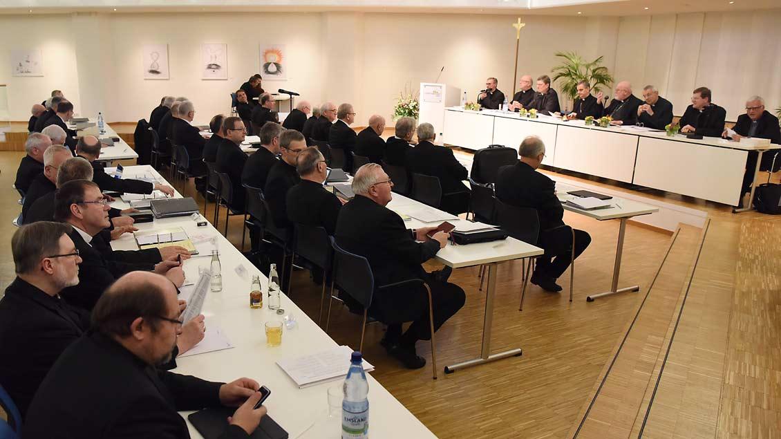 Bischöfe beim Auftaktplenum der Deutschen Bischofeskonferenz in Lingen im März 2019.