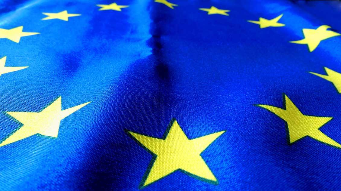 Fahne der Europäischen Union: Gelbe Sterne auf blauem Grund.