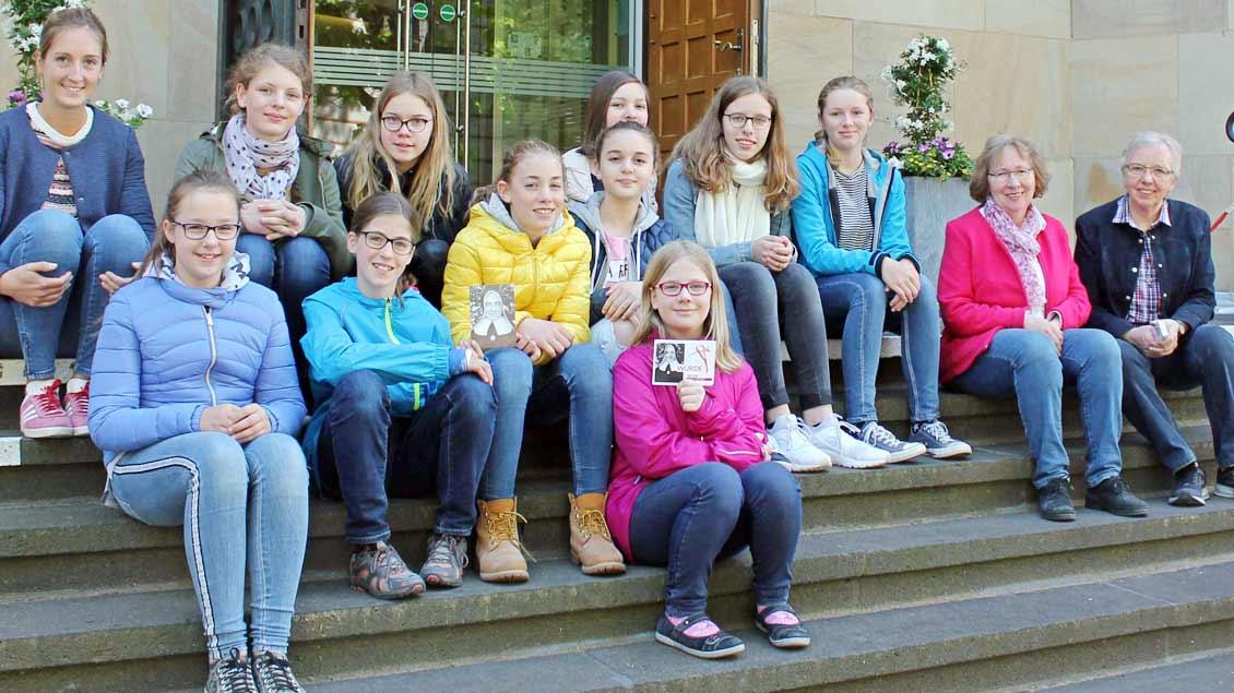 Schülerinnen der Marienschule vor dem Euthymia-Zentrum in Münster.