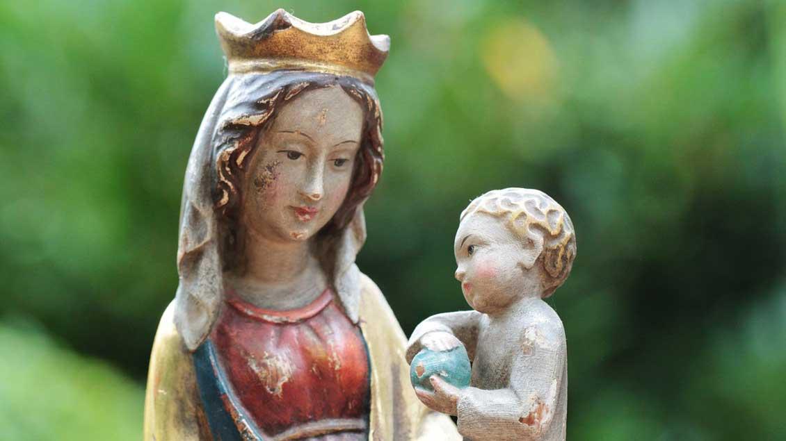 Figur der Gottesmutter Maria