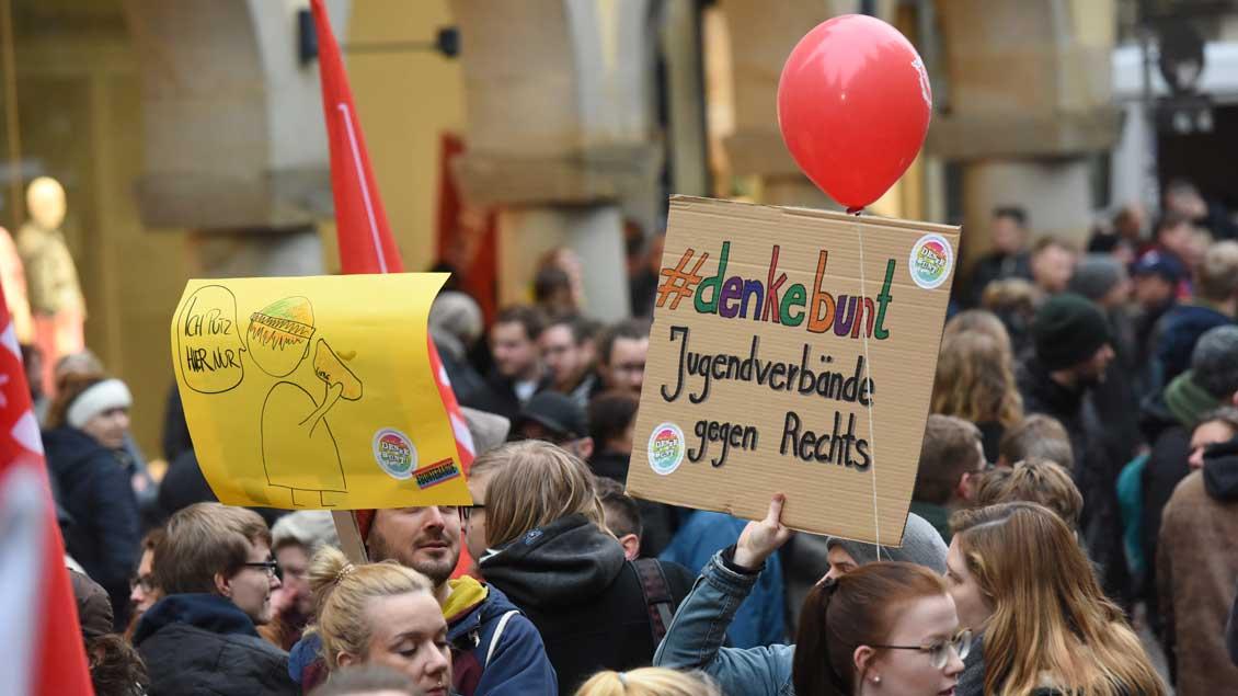 Plakat bei einer Demonstration gegen Rechtspopulismus in Münster