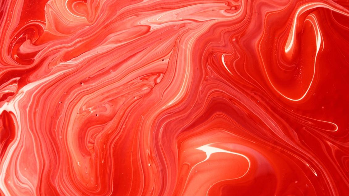 Weiße und rote Farbe mischen sich
