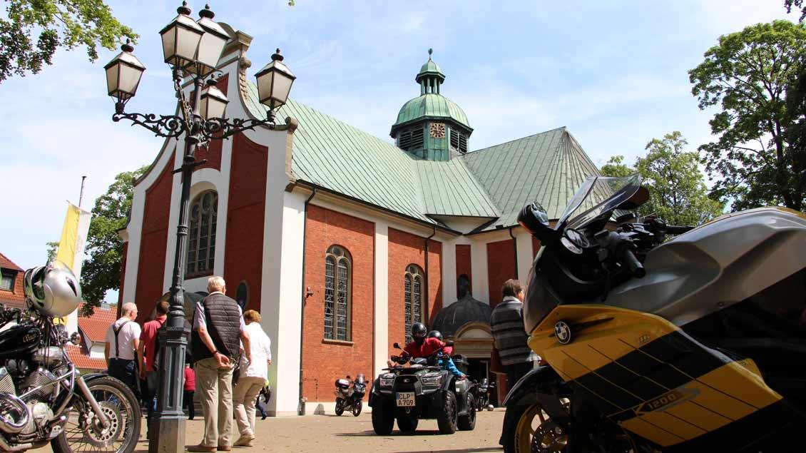 Vor der Basilika in Bethen. | Foto: Nina Holstermann