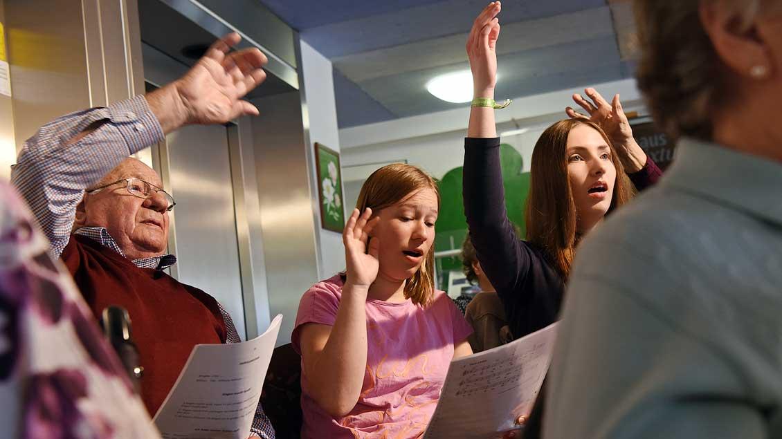 72-Stunden-Aktion: Jugendchor im Altenheim von Haltern