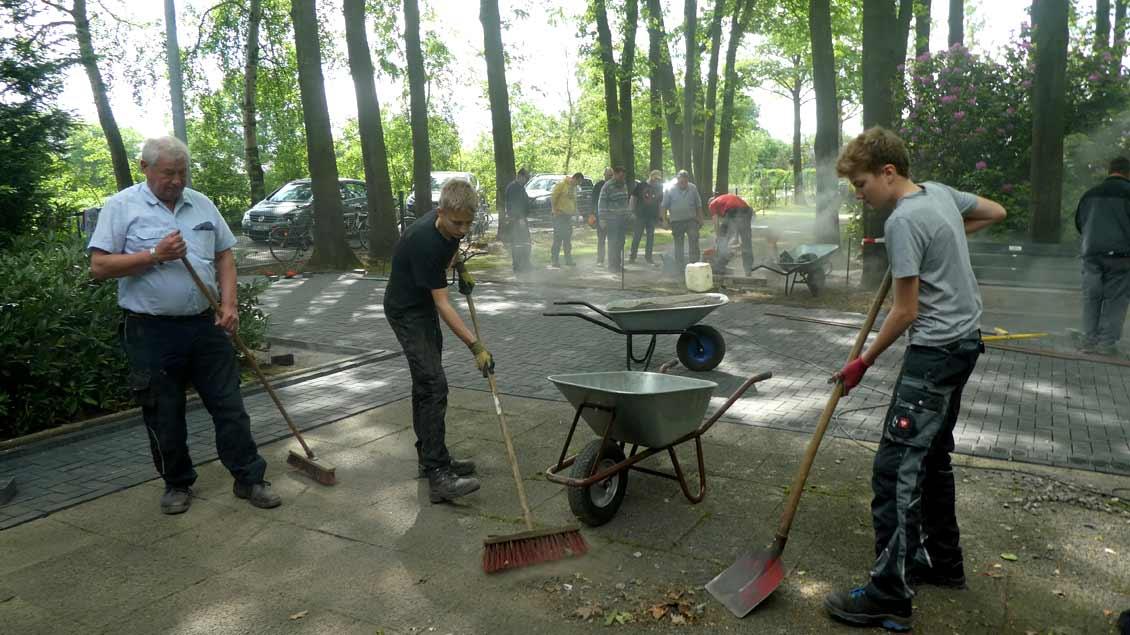 72-Stunden-Aktion: Voller Einsatz auf dem Friedhof in Gescher-Hochmoor