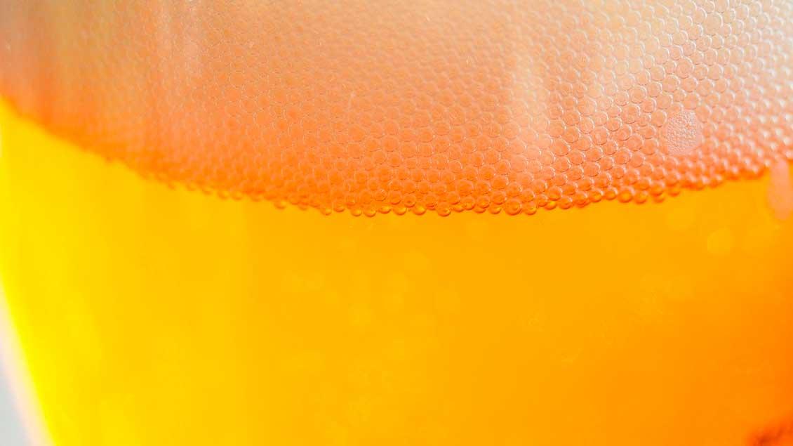Bier mit Schaumkrone.