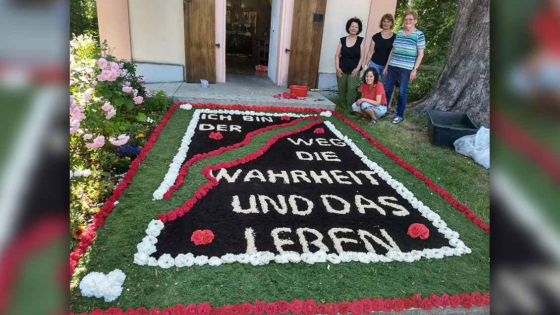 Dieser Blumenteppich erreichte uns von der Missionsgemeinschaft Gaimersheim ... | Foto: Brigitte Boellet