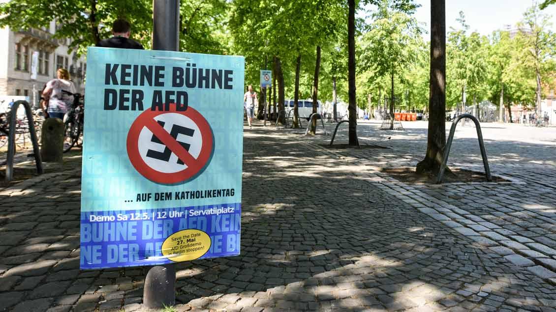 Anti-AfD-Plakat auf dem Domplatz in Münster