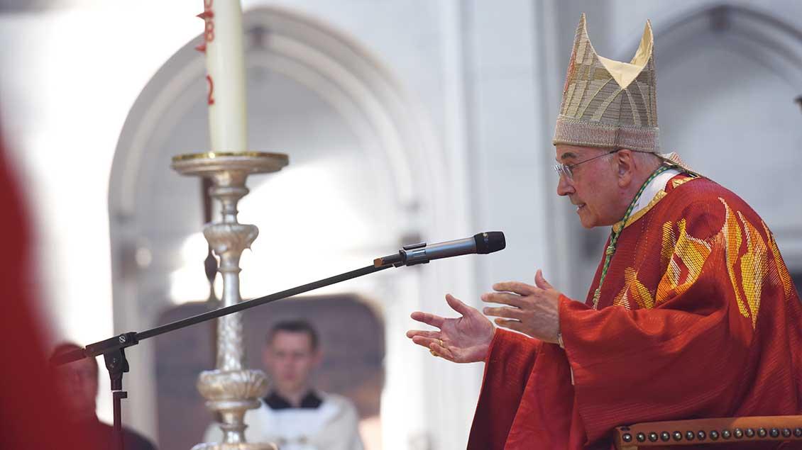 Bischof Genn beim Predigen im Münsteraner Dom.