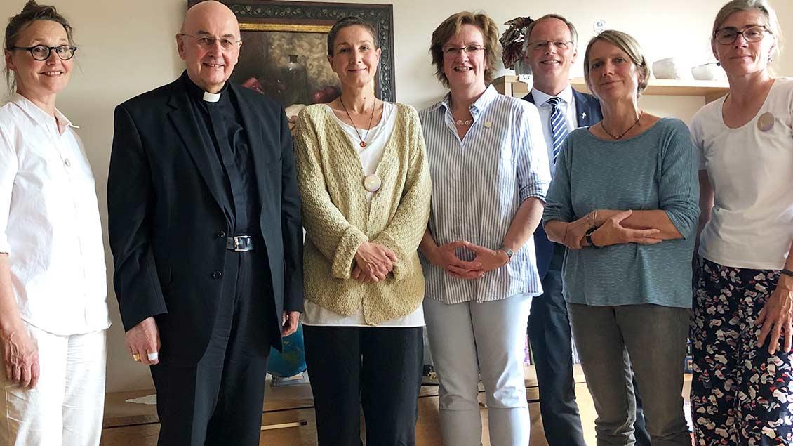 Gruppenbild mit Initiatorinnen von Maria 2.0, Bischof Felix Genn und Generalvikar Klaus Winterkamp