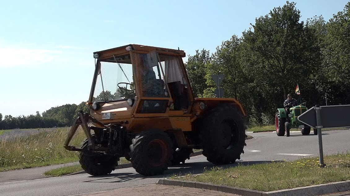 Ein Traktor Deutz Intrac 2002