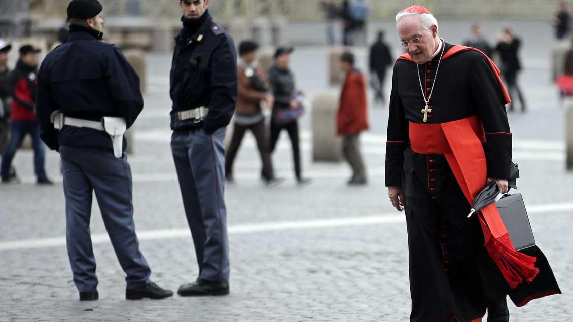 Kardinal Marc Ouellet auf dem Petersplatz in Rom