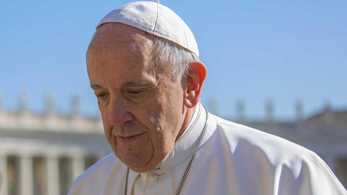 Papst Franziskus hat den deutschen Katholiken einen Brief geschrieben.