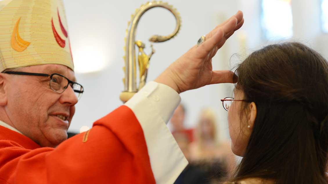 Weihbischof Geerlings bei der Firmung