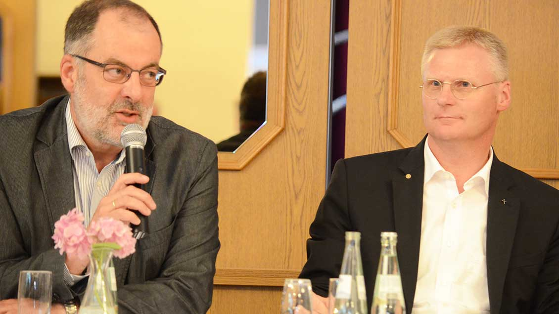 Interventionsbeauftragter Peter Frings und Pfarrer Rafael van Straelen