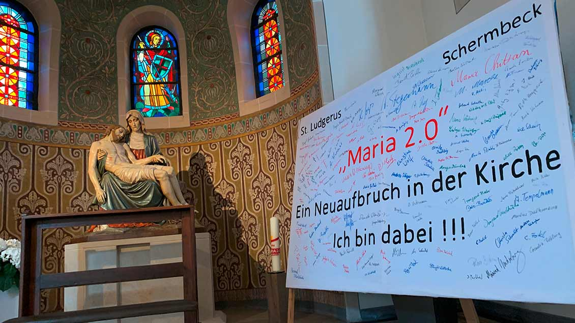 "Transparent von ""Maria 2.0"" in St. Ludgerus Schermbeck"