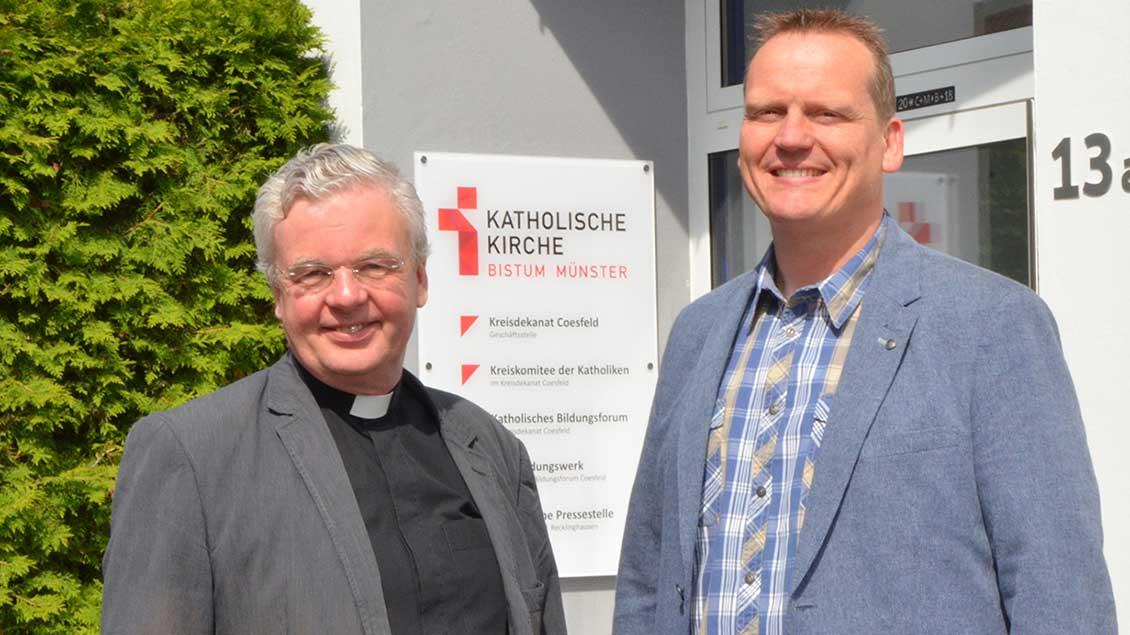 Kreisdechant Johannes Arntz und der neue Geschäftsführer des Kreidekanatsbüros, Benedikt Helmich.