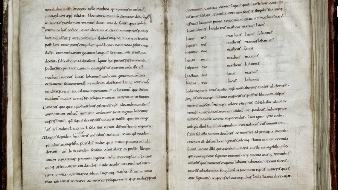 Das Liesborner Evangeliar zeigt aufgeschlagen die Handschrift.