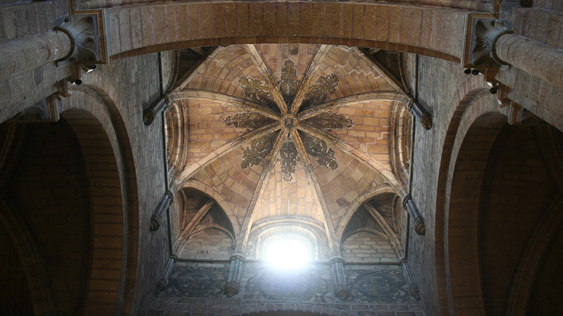 Gewölbe der Pfarrkirche St. Peter in Avila/Spanien
