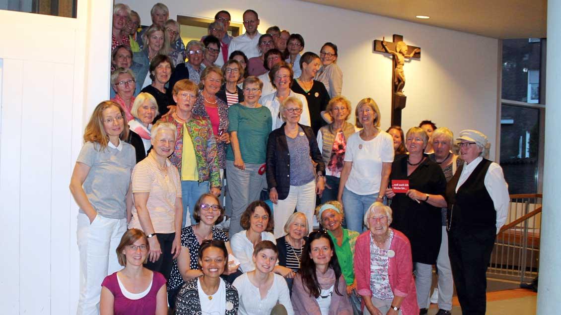 50 Frauen im Pfarrheim von Heilig Kreuz Münster.