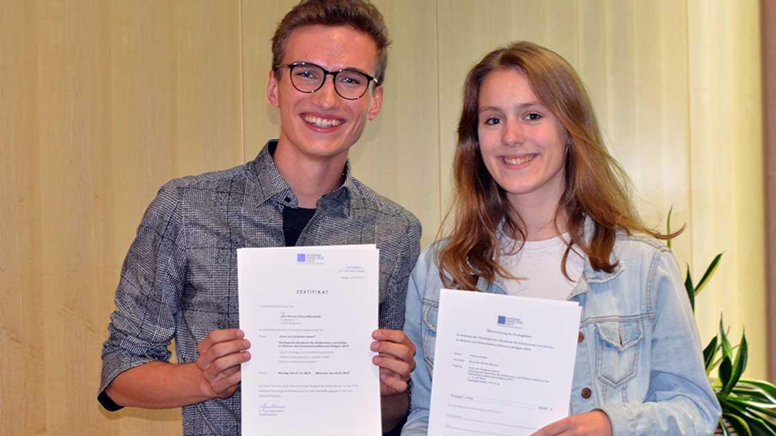 Zwei der drei Sieger des Wettbewerbs Foto: Ann-Christin Ladermann (pbm)