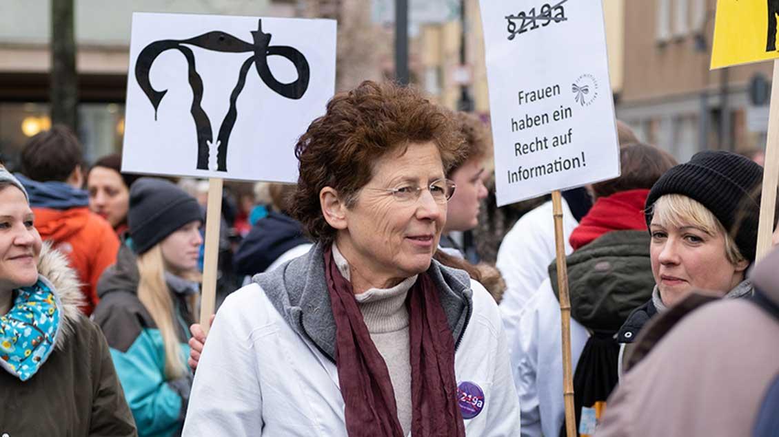 Kristina Hänel bei einer Demo für die Streichung des Paragrafen 219a im Januar in Gießen