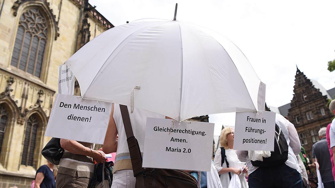 Weiß ist die Farbe von Maria 2.0. | Foto: Michael Bönte
