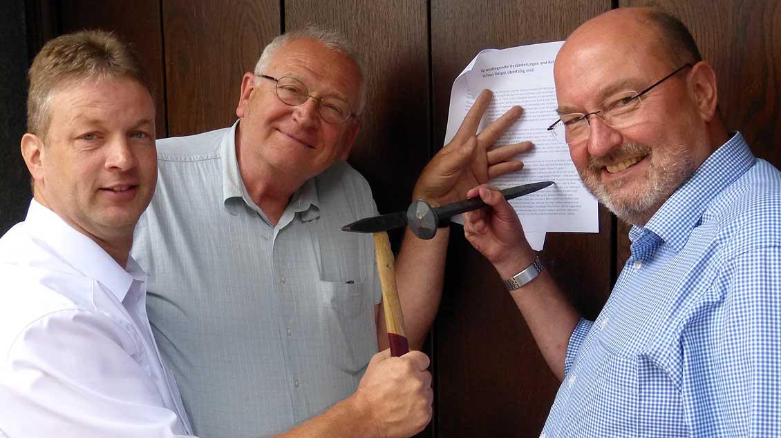 Die Initiatorin mit ihrem Reformpapier Foto: Peter Kummer