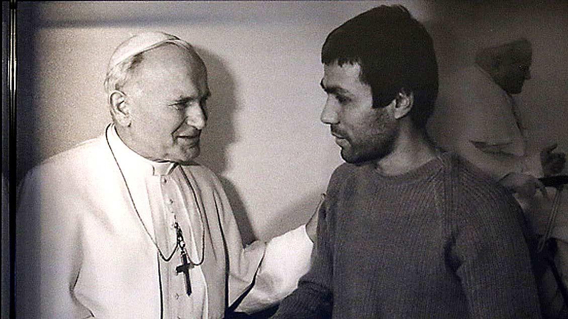 Papst Attentäter Mehmet Ali Agca mit Papst Johannes Paul II.