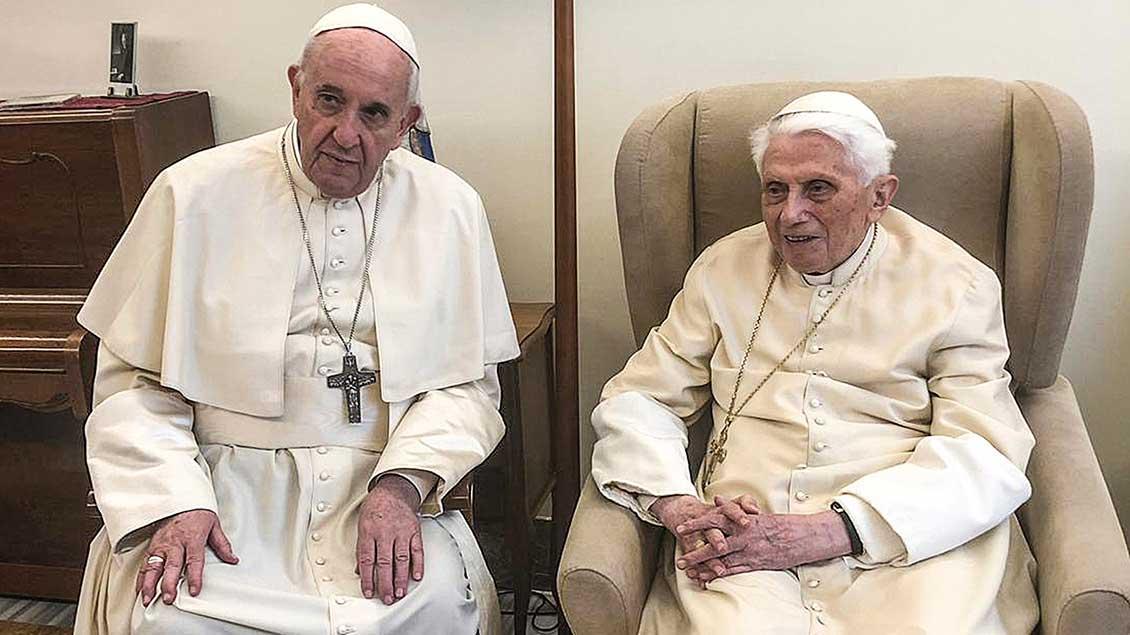 Benedikt XVI. und Papst Franziskus