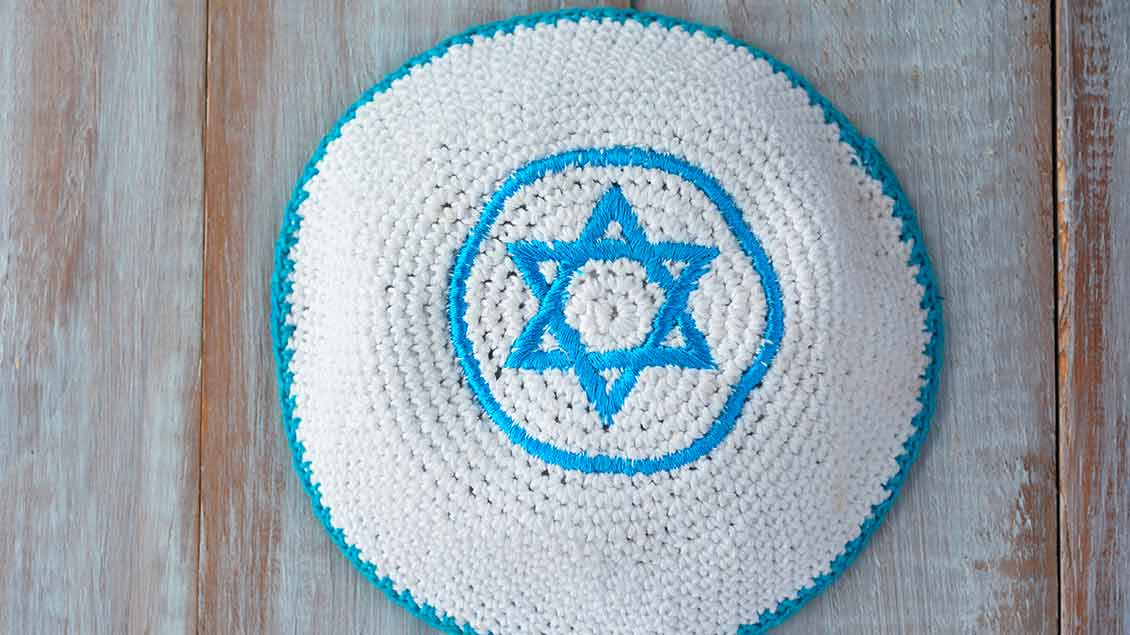 Eine Kippa, die Kopfbedeckung jüdischer Männer.