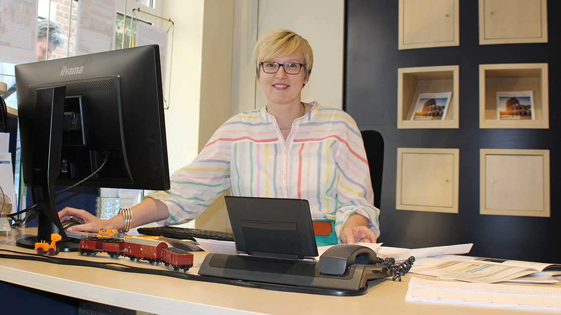 Nicole Werger an ihrem Schreibtisch.