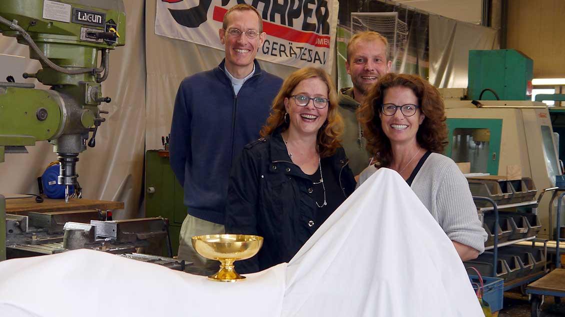 Pfarrer Timo Weissenberg, Katja Biedermann, Firmen-Eigentümer Josef und Cornelia Hesse.