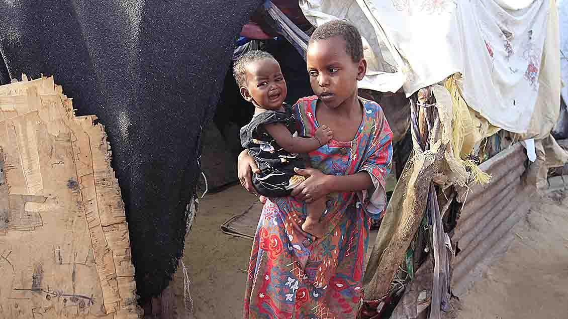 Somalische Mutter mit Kind in einem Flüchtlingslager