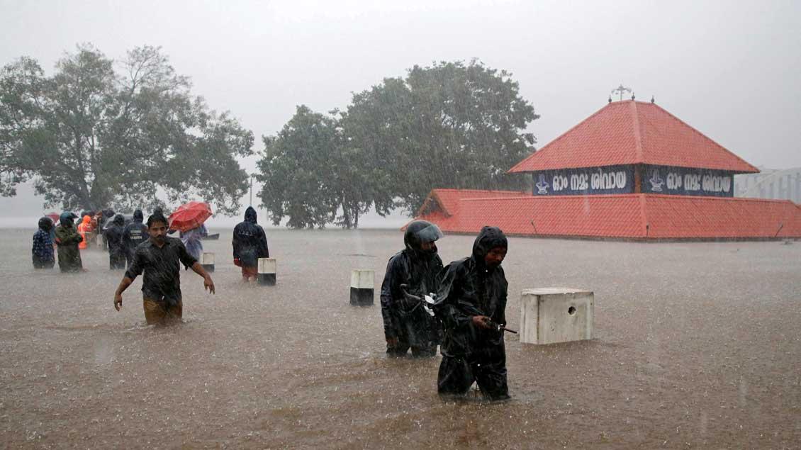 Überfluteter Tempel in Indien