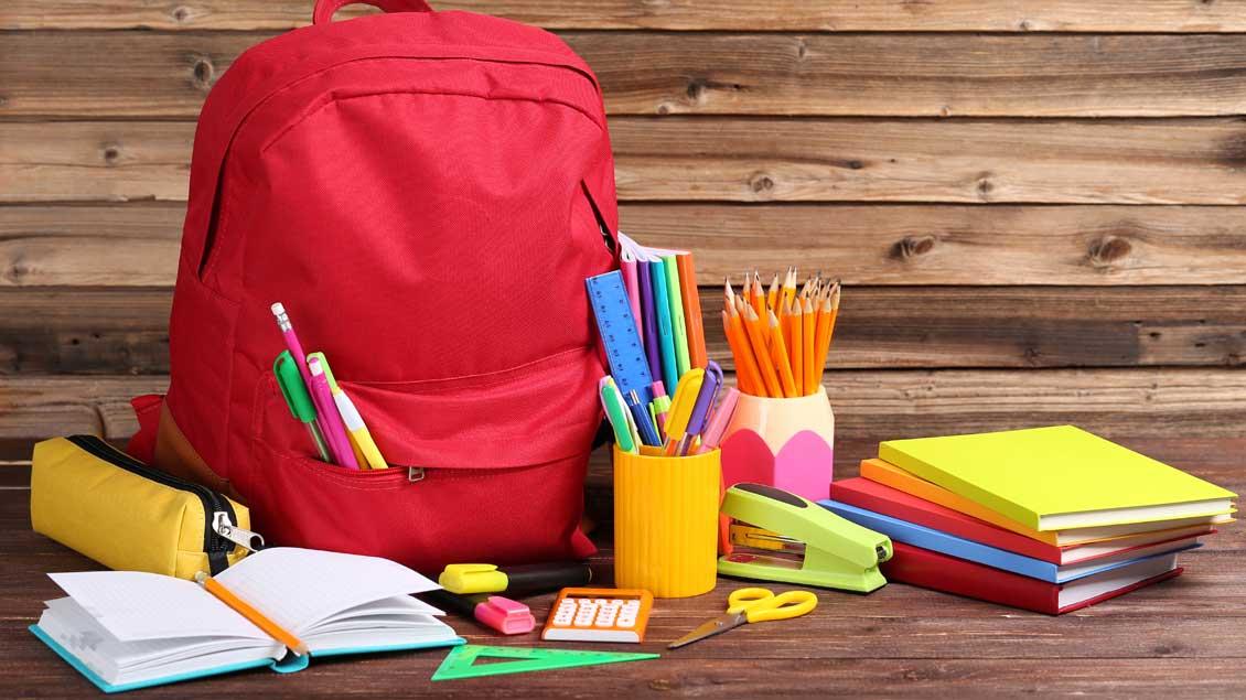 Schulbücher Foto: 5 Second Studio (Shutterstock)