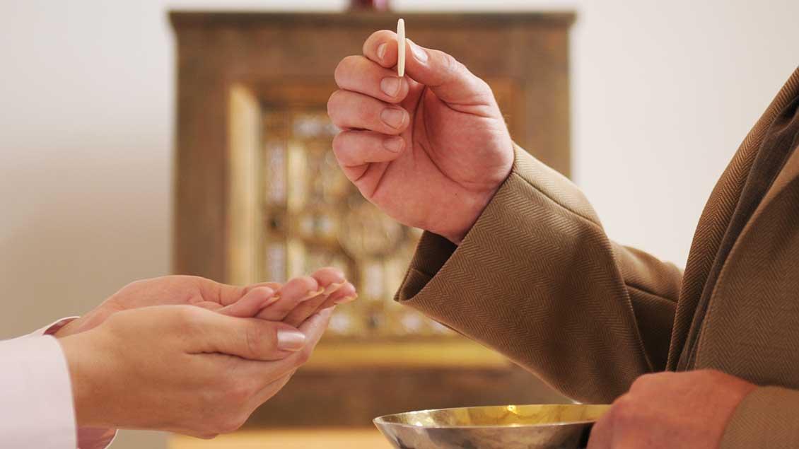 Austeilung der heiligen Kommunion
