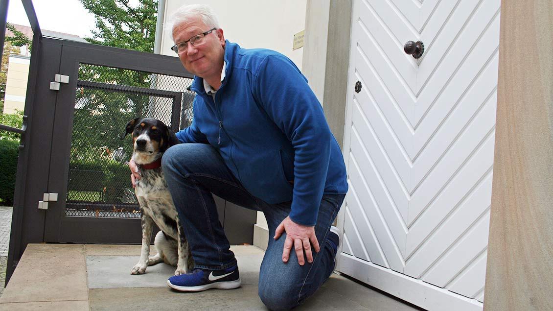 Roland Wansing und sein Hund Lotta