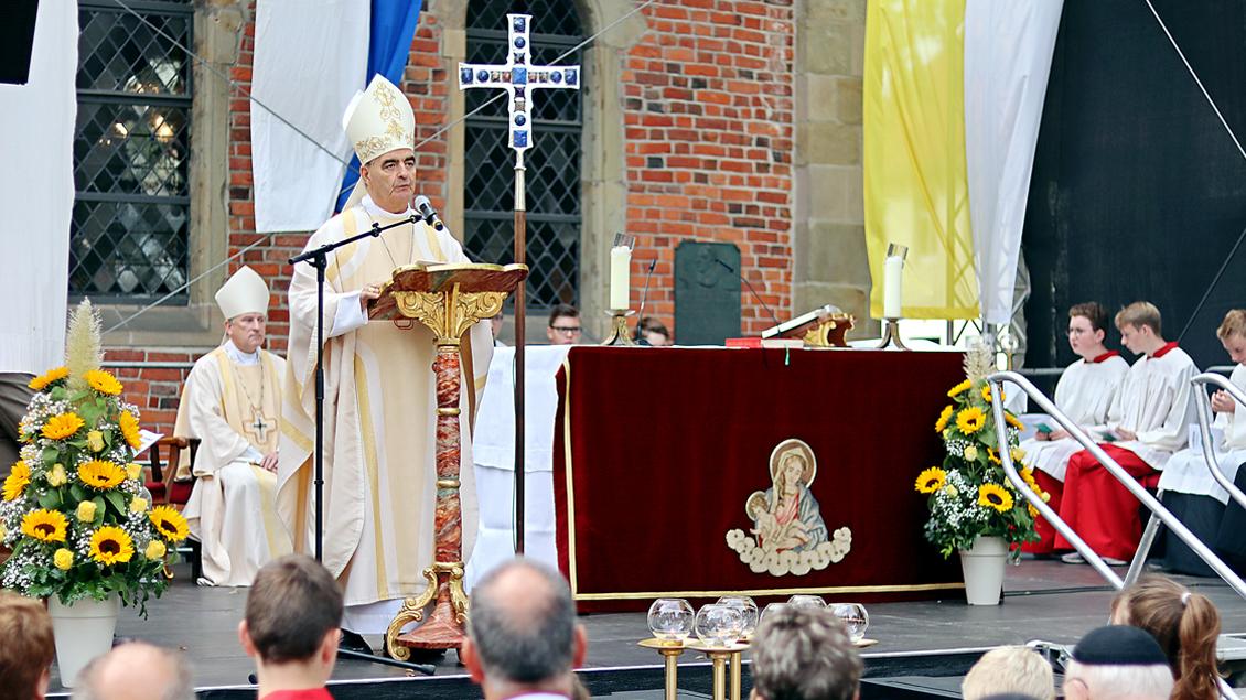 Nuntius Erzbischof Nikola Eterović predigte beim Pontifikalamt zum 350. Jahrestag der Weihe der neuen Wallfahrtskapelle in Bethen. | Foto: Michael Rottmann