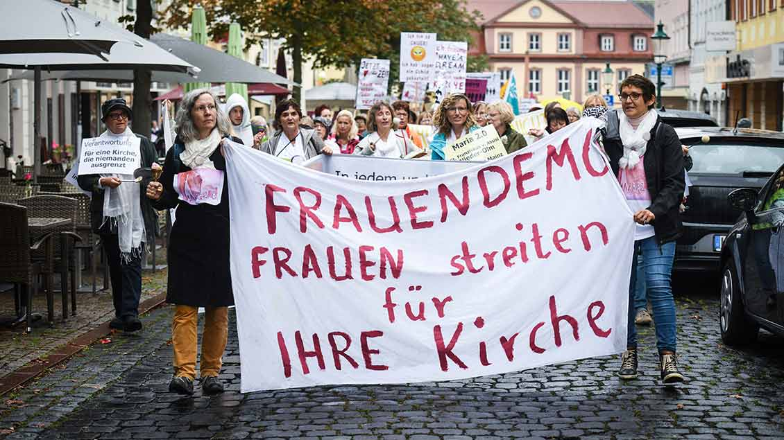 Frauen-Demo in Fulda Foto: Julia Steinbrecht (KNA)