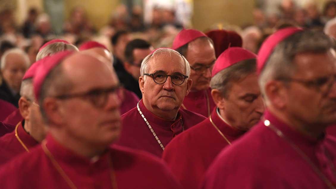 Gebhard Fürst mit weiteren Bischöfen