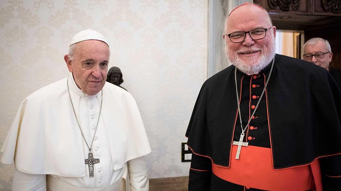 Papst Franziskus und Kardinal Reinhard Marx. Archiv-Foto: Vatican Media (KNA)