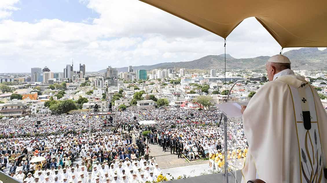 Papst Franziskus bei einer Messe in Port Louis auf Mauritius.