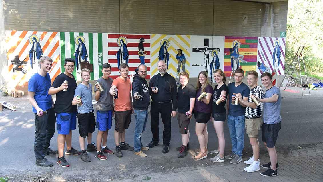 Eine Gruppe von Jugendlichen hat die Leiden der Muttergottes in Bethen als Grafitti verwirklicht.