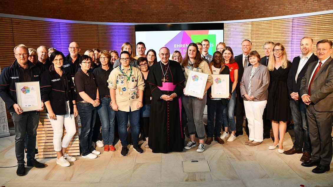 Alle Preisträger des Ehrenamtspreises im Bistum Münster 2019 bei einem Gruppenfoto