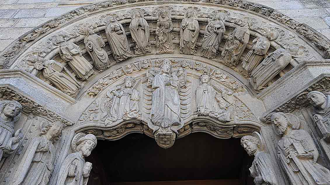 Kirchenportal in Santiago de Compostela.